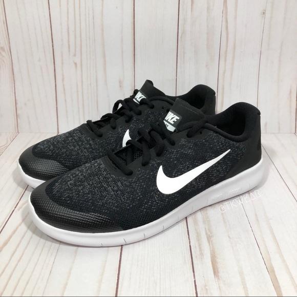 Free 2017 Poshmark Nike schoenen Run Nieuwe qanIxAYE